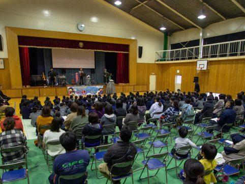 徳島県つるぎ町立 貞光小学校にてトーク&ライブをさせていただきました♪